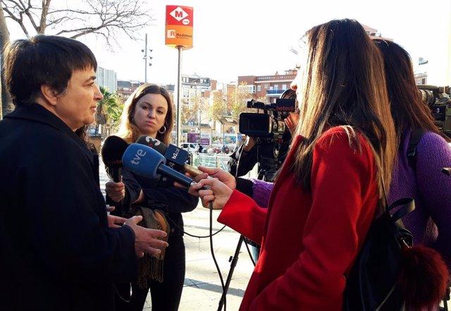 Rosa Alarcón visita l'estació de la L1 de metro Fabra i Puig per conèixer el dispositiu de transport alternatiu que s'ha organitzat per les obres de Glòries.