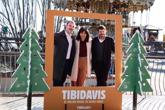 El tinent d'alcalde de Barcelona, Jaume Collboni, i el tinent de seguretat, Albert Batlle, participen a la Festa dels avis i les àvies del Tibidabo.