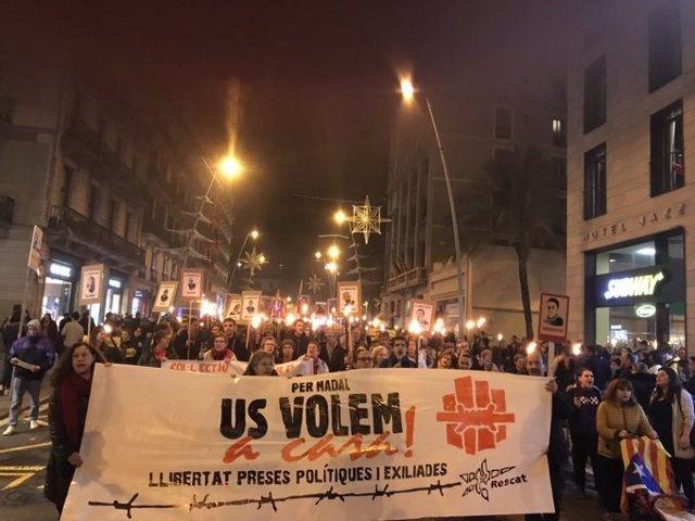 Marxa de torxes pels presos sobiranistes a Barcelona
