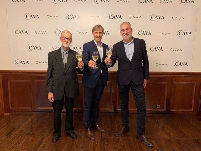 El president de PimeCava, Pere Guilera; el president de la DO Cava, Javier Pagés, i el president de l'Institut del Cava, Damià Deàs