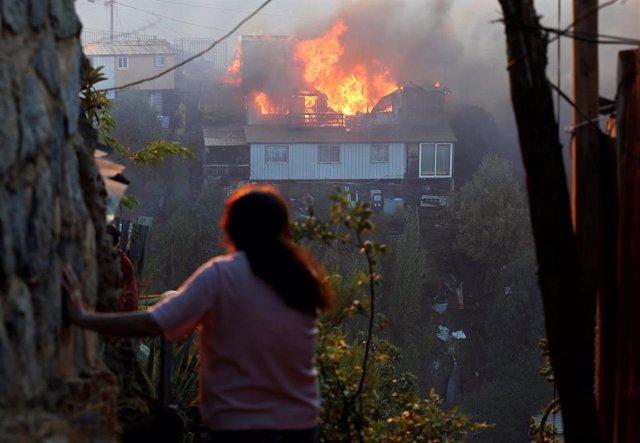 Una vivienda arde debido a un incendio en Valparaiso