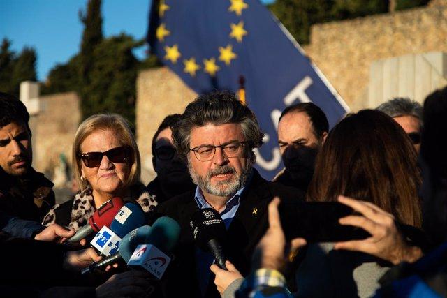 Núria de Gispert i Antoni Castellà (Demòcrates) en declaracions després de l'ofrena anual a la tomba de l'expresident de la Generalitat Francesc Macià, a Barcelona el 25 de desembre de 2019