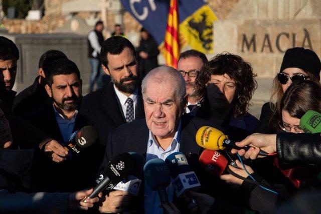 Ernest Maragall (ERC) en declaracions després de l'ofrena anual a la tomba de l'expresident de la Generalitat Francesc Maci, a Barcelona el 25 de desembre de 2019