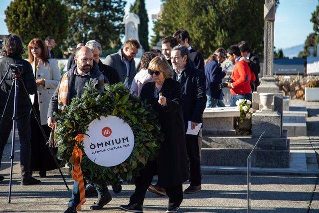 Marcel Mauri (mnium Cultural) en l'ofrena anual a la tomba de l'expresident de la Generalitat Francesc Maci, a Barcelona el 25 de desembre de 2019