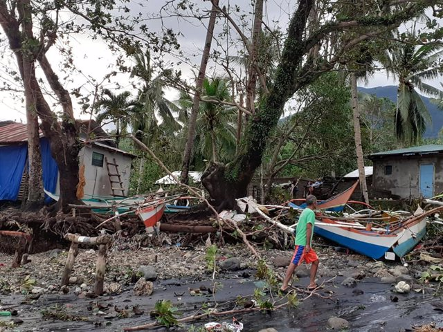 La ciudad de Biliran, Filipinas, tras el paso del tifón 'Úrsula'