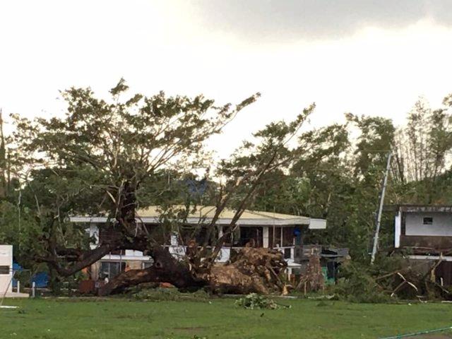 Paisaje desolado tras el paso del tifón 'Úrsula' por Leyte, Filipinas.