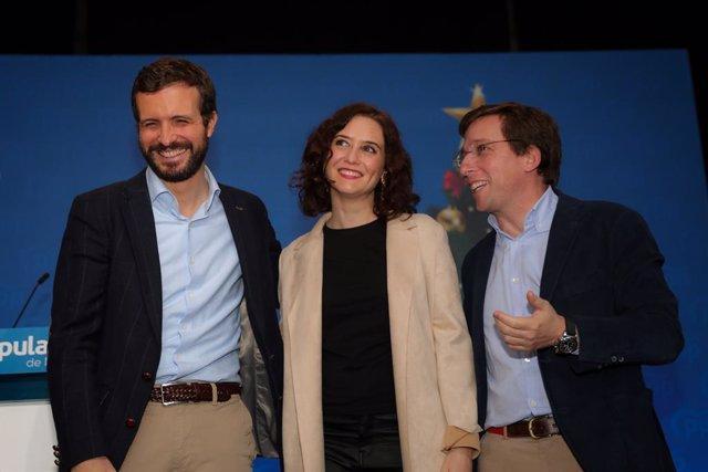 El president nacional del PP, Pablo Casado; la presidenta de la Comunitat de Madrid, Isabel Díaz-Ayuso i l'alcalde de Madrid, José Luis Martínez Almeida, en una imatge d'arxiu.