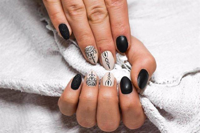Uñas pintadas, manicura permanente, esmalte de uñas, esmalte permanente