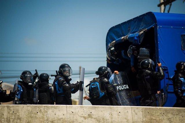 Policías en Honduras