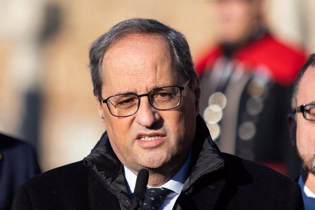 El president de la Generalitat, Quim Torra, en una foto d'arxiu durant l'ofrena floral a la tomba de Francesc Macià, a Montjuïc (Barcelona) a 25 de desembre de 2019.