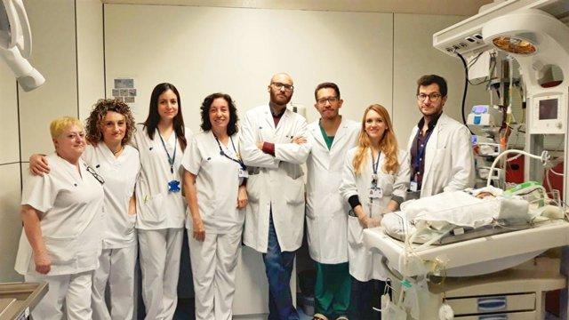 L'equip que ha participat en la intervenció del beb