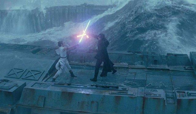 Épico enfrentamiento entre Kylo Ren y Rey