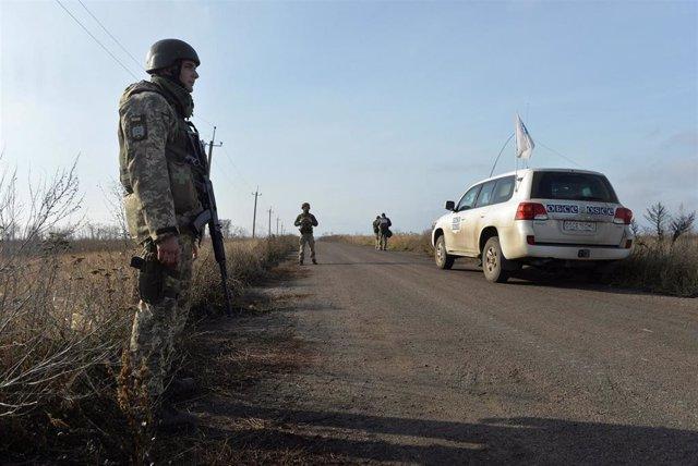 Un militar ucraniano en el este de Ucrania