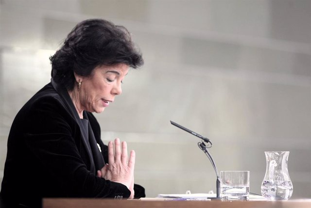 La portavoz y ministra de Educación en funciones, Isabel Celaá, durante la rueda de prensa tras el Consejo de Ministros en La Moncloa, de este pasado viernes.