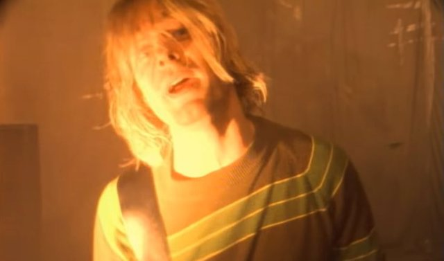 Kurt Cobain en el videoclip de 'Smells Like Teen Spirit'