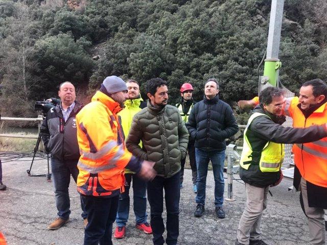 El conseller de Territori i Sostenibilitat, Damià Calvet, ha visitat aquest dissabte el tram tallat de la C-13 entre Llavorsí i Rialp (Lleida).