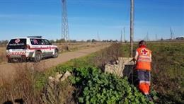 Un voluntario de Cruz Roja durante la búsqueda del desaparecido.