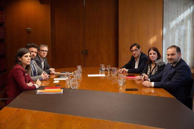 (I-D seguint les manetes del rellotge): la portaveu i secretària general adjunta d'ERC, Marta Vilalta; el portaveu d'Esquerra Republicana (ERC) al Congrés,  Gabriel Rufián, el president del Consell Nacional d'ERC, Josep María Jové; el secretari