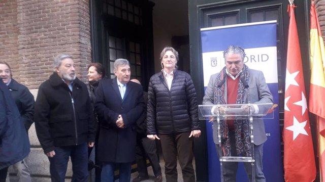 Colocan en Chamberí una placa que rinde homenaje a Miguel Gila