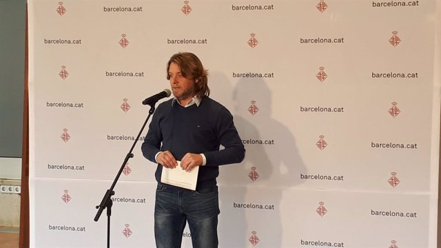 El regidor del districte de Sant Martí, David Escudé, informa que l'Ajuntament de Barcelona ha precintat un local nocturn del Port Olímpic.