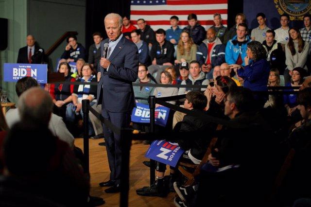 El candidato demócrata a las elecciones generales de 2020 Joe Biden durante un acto de campaña en Exeter, en el estado de New Hampshire.