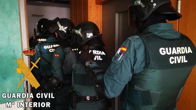 Guardia Civil en una operación antidroga en Vícar (Almería)