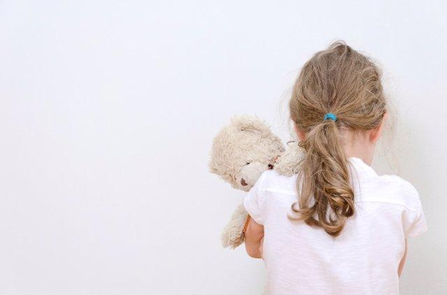 El  maltrato infantil puede derivar en problemas de salud cuando los niños alcanzan la madurez.