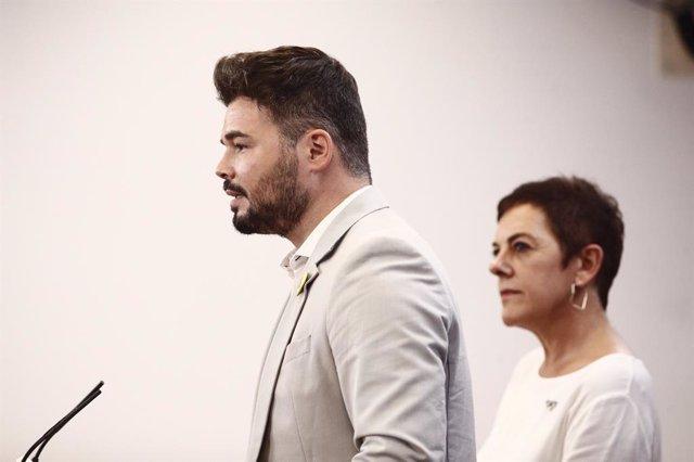 La portaveu d'EH Bildu al Congrés dels Diputats i el d'ERC, Mertxe Aizpurúa i  Gabriel Rufián, ofereixen una roda de premsa hores prvies a la segona votació per a la investidura del candidat socialista a la Presidncia del Govern.