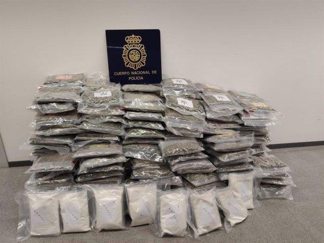 Droga intervenida a una organización criminal internacional que enviaba droga oculta en palés de bebidas.