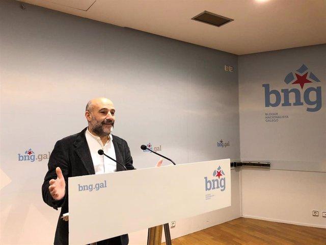 El diputado del BNG, Néstor Rego, en rueda de prensa.