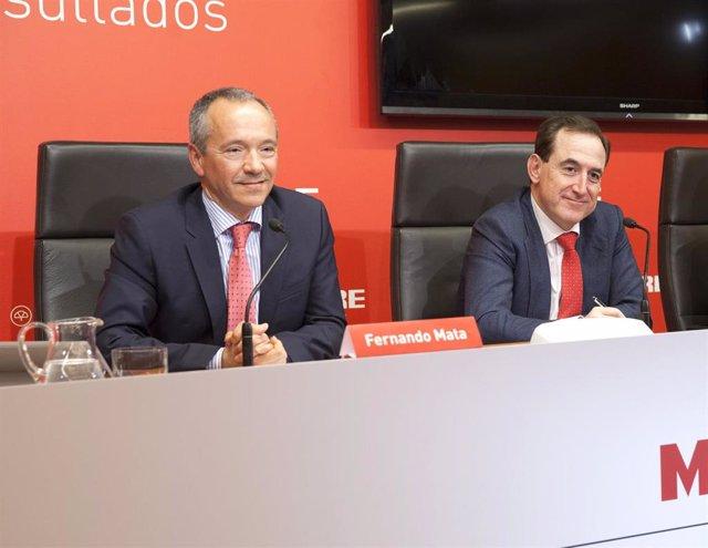 Antonio Huertas y Fernando Mata, de Mapfre, en la presentación de resultados.