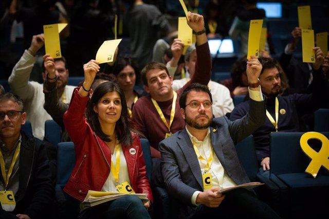 La portaveu i Secretària General adjunta d'ERC, Marta Vilalta, i el vicepresident de la Generalitat, Pere Aragonès, en el 28 Congrés Nacional d'ERC a 21 de desembre de 2019 (ARXIU).
