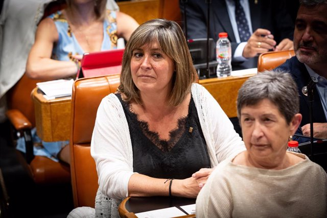 La diputada del PCS i alcaldessa de L'Hospitalet de Llobregat (Barcelona), Núria Marín, durant la sessió en la qual ha estat nomenada nova presidenta de la Diputació de Barcelona amb els vots del PSC i JxCat.