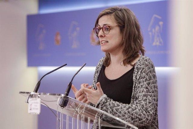 La diputada de la CUP al Congrés dels Diputats Mireia Vehí, ofereix una roda de premsa després de reunir-se amb la portaveu del PSOE al Congrés, Adriana Llastra, per parlar sobre la investidura de Pedro Sánchez, a Madrid a 17 de desembre de 2019.
