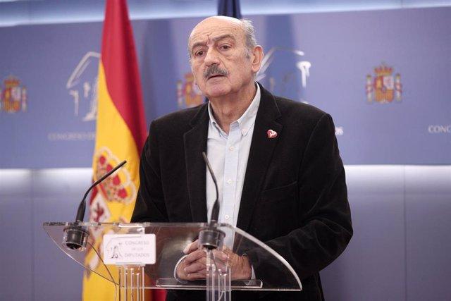 El diputado de PRC en el Congreso, José María Mazón, en rueda de prensa en Madrid tras reunirse con PSOE