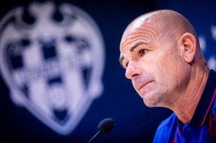 """Paco López: """"El Atlético es peligrosísimo por todo"""""""