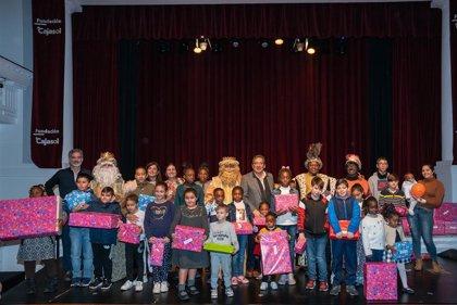 Fundación Cajasol entrega más de 1.000 juguetes a niños de asociaciones de Sevilla, Huelva, Córdoba y Cádiz