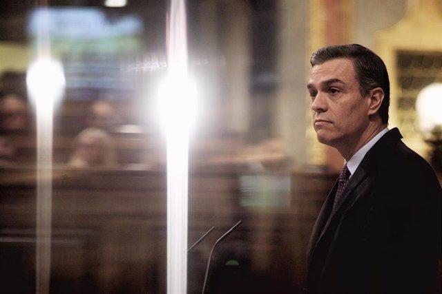 El presidente de Gobierno en funciones y secretario general del PSOE, Pedro Sánchez,  en la tribuna del Congreso de los Diputados durante la primera sesión del debate de su investidura en la XIV Legislatura