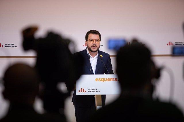 El vicepresident de la Generalitat i coordinador nacional d'ERC, Pere Aragonès, ofereix una roda de premsa després d'una reunió extraordinària de l'executiva a Barcelona, 4 de gener del 2020.