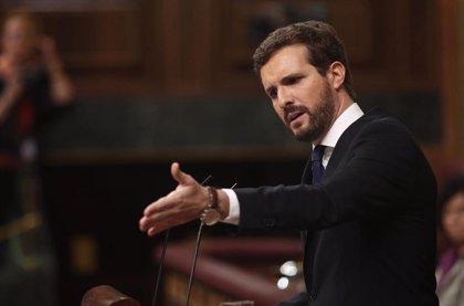 """Casado teme que Sánchez retome la """"ingeniería social"""" de Zapatero que divide la sociedad por género y religión"""