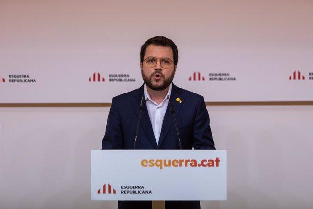 """El vicepresident de la Generalitat i coordinador d'ERC, Pere Aragonès, ofereix una roda de premsa després d'una reunió de l'executiva d'ERC per """"valorar les conseqüències"""" de la decisió de la JEC d'inhabilitar el president de la Generalitat."""