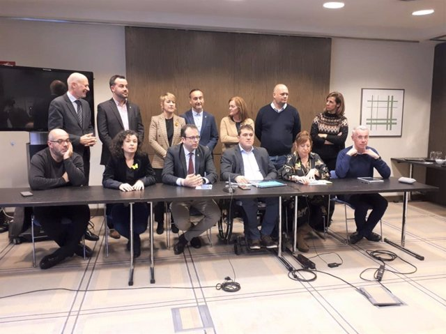 Roda de premsa del PDeCAT encapçalada pel seu president, David Bonvehí, a Barcelona el 4 de gener del 2020, després de reunir-se l'endemà que la JEC ordeni retirar l'escó del Parlament al president de la Generalitat, Quim Torra.