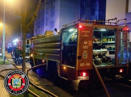 """Un incendio en un garaje de Astillero provoca """"cuantiosos daños"""" y obliga a desalojar a vecinos"""