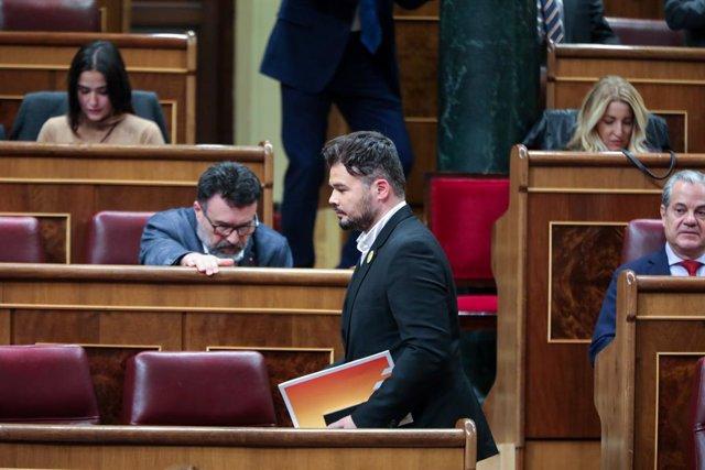 El portaveu adjunt d'ERC al Congrés dels Diputats,  Gabriel Rufián, durant la primera sessió del debat d'investidura del candidat socialista a la Presidència de Govern en la XIV Legislatura a Madrid (Espanya), a 4 de gener de 2020.