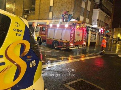 Trasladan al hospital a un herido en un incendio de una cafetería en Sevilla