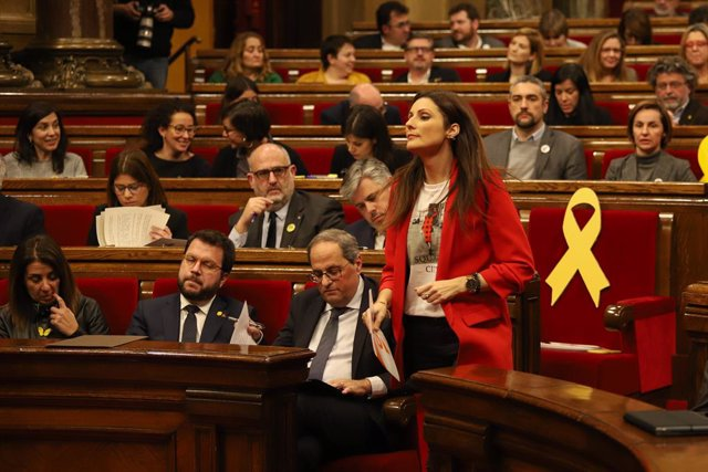 La portaveu de Ciutadans en el Parlament, Lorena Roldán, es dirigeix a intervenir en un ple extraordinari convocat després de la decisió de la Junta Electoral Central (JEC) d'inhabilitar al president de la Generalitat