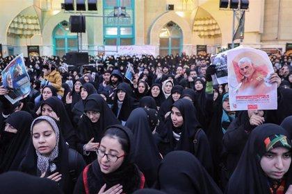 Decenas de miles de personas reciben en Irán los restos mortales del general Soleimani