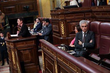 Suárez Illana da la espalda a la portavoz de Bildu durante su intervención en la sesión de investidura