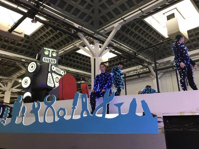 Nova carrossa de la fàbrica de robots de joguina de la cavalcada de Reis de Barcelona.