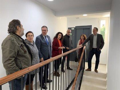 Ayuntamiento de Sevilla licita obras para cinco ascensores en bloques de viviendas